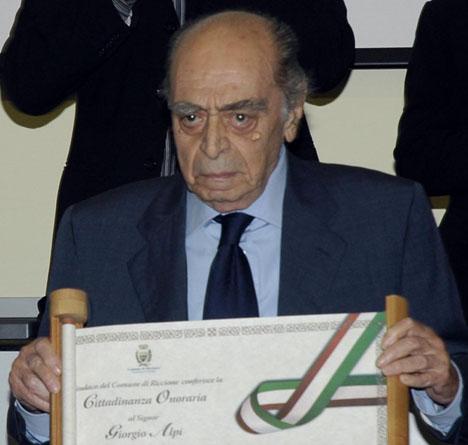Giorgio Alpi alla cerimonia per la consegna della cittadinanza onororaria conferita nel 2006 dal Comune di Riccione