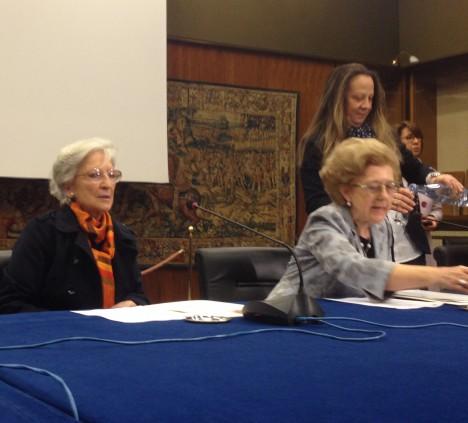 Luciana Alpi e la presidente Rai Anna Maria Tarantola alla conferenza stampa del 18 marzo 2014 a viale Mazzini